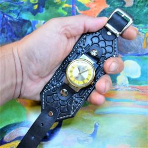Часовой браслет ( углицкий обрУчъ ) кожаный с тиснением